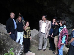 Cabinet Secretaries with PGMA in cave tour
